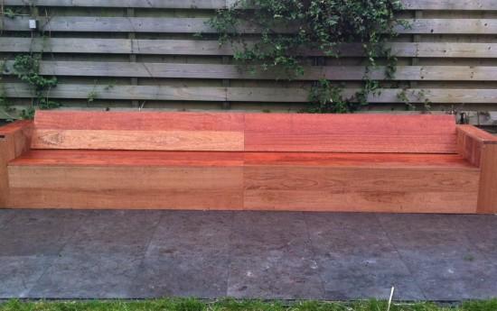 """Beste Frank, Dit is 'm uiteindelijk geworden…gemaakt van Jatoba hard hard hard hout. Plankdikte 23, plankbreedte 190. 3 x extra ondersteuning tegen doorbuiging aan zowel de rugleuning als onderkant. Dit is gemaakt van Meranti. Werktijd 2 dagen exclusief tijd voor aanschaf hout en ander materiaal. 't Is een mooi degelijk """"bankje"""" geworden. Breedtemaat is 4 […]"""