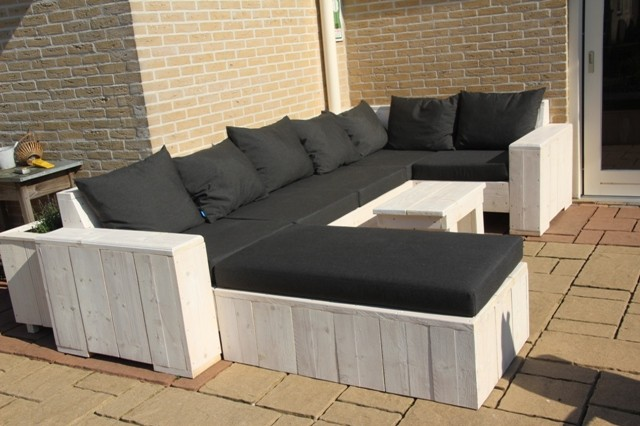 Klaas heeft een professionele loungeset gemaakt.