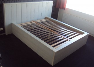 2-persoons-Bed-steigerhout