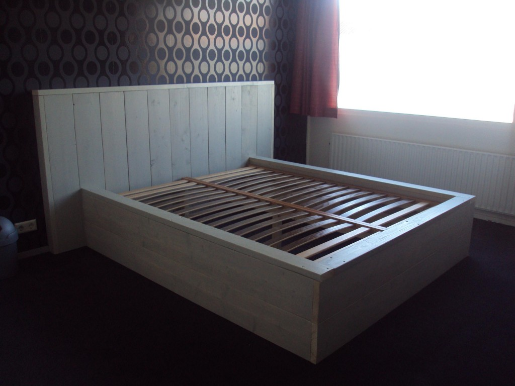 Bouwtekening 2 persoons bed van steigerhout for Bed van steigerhout maken