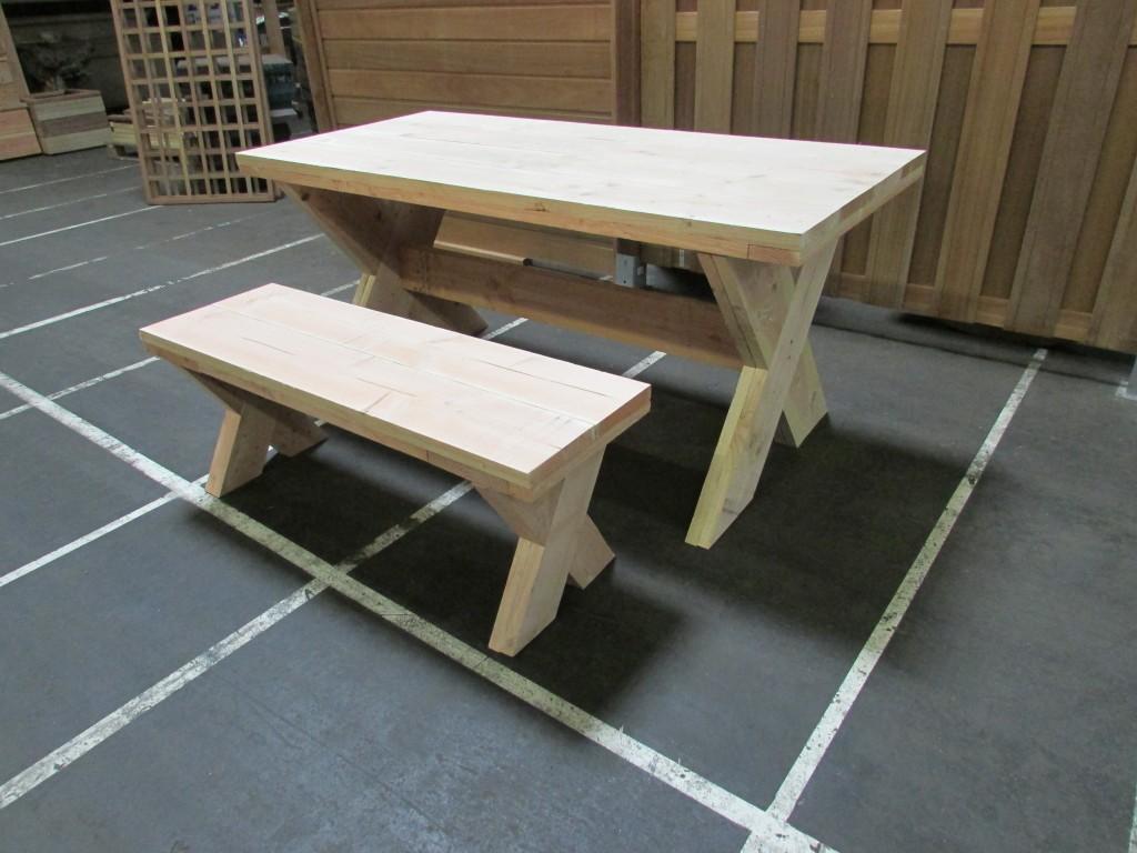 Tafel met kruispoot for Steigerhouten tafel met steigerbuizen zelf maken